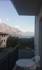 albergo-malcesine-camera-matrimoniale-economica6-terrazza.jpg