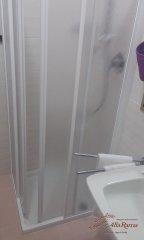 hotel-economico-malcesine-camera-tripla-5-bagno.jpg